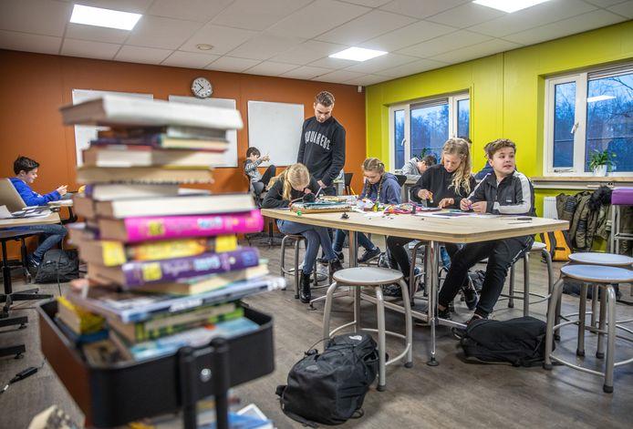 Spoor 10-14 in Den Bosch gaat na de zomervakantie van start. Bedoeld voor leerlingen van 10 tot 14 jaar die net even wat meer tijd nodig hebben voordat ze aan de middelbare school beginnen of juist eerder aan het 'grote werk' toe zijn.