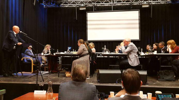 Een jaar geleden veranderde het podium van PoGo even in de raadszaal. Door de verbouwing van die zaal in het stadhuis week de raad voor vergaderingen uit naar gebouwen in de stad, waaronder dus het Poppodium Gorinchem.