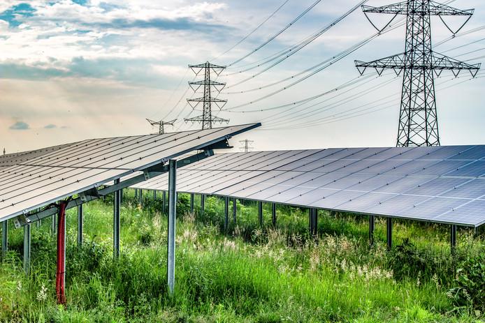 Plannen voor een nieuw zonnepark zoals deze (zie foto) nabij de Hooiweg in De Marshoek in de gemeente Dalfsen stuit op bezwaren van omwonenden.