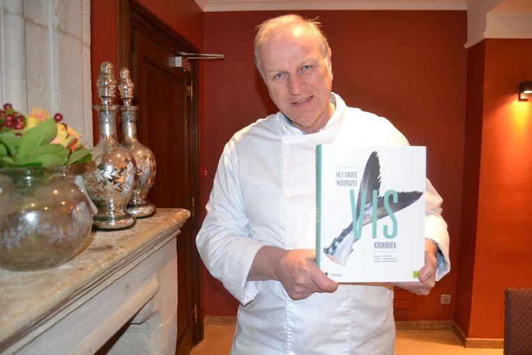 Felix Alen met boek.