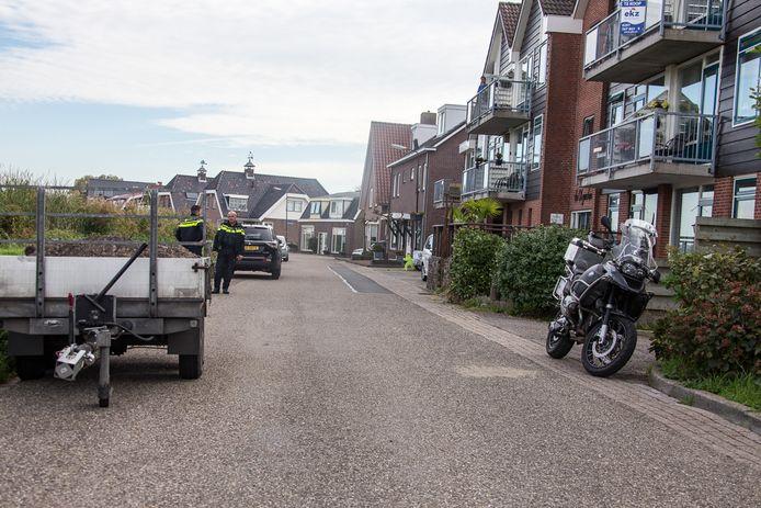 Een motor botst met een auto in Amstelhoek