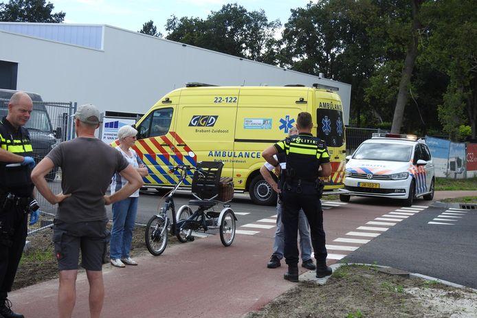 Auto ziet driewieler over het hoofd en botst op oude fietser in Valkenswaard.