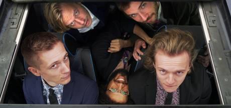 Nijmeegse boyband zingt 'sexy literatuur' op Lowlands: 'Lekker likken, lekker plakken'