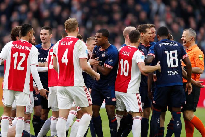 Ajax deed ruim een week geleden goede zaken in de titelstrijd door, ondanks een rode kaart voor Mazraoui, de topper tegen PSV te winnen.