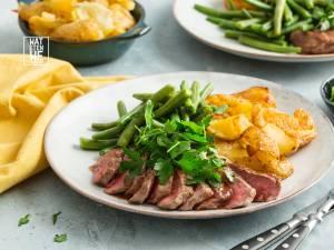Wat Eten We Vandaag: Entrecote met kruidensalade en smashed aardappels
