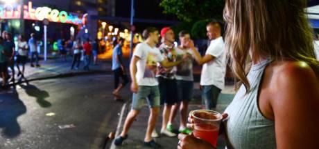 Terwijl feestende toeristen coronaregels overtreden, vrezen Spanjaarden nieuwe uitbraak virus
