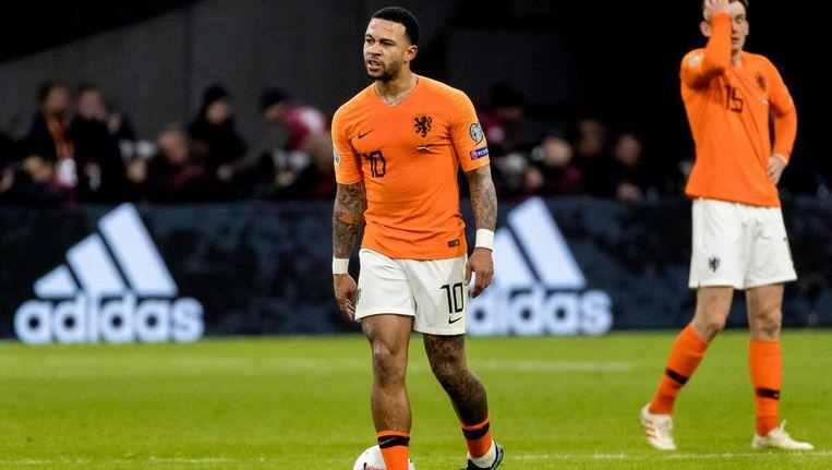 Memphis Depay van het Nederlands elftal baalt na de 2-3 van Duitsland tijdens de EK kwalificatiewedstrijd tussen Nederland en Duitsland Beeld ANP