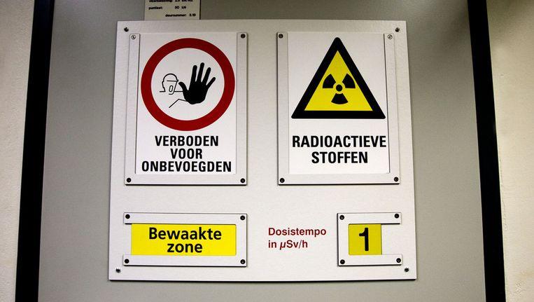 Een deur met verbodsborden voor een opslagplaats met radioactief kernafval. © ANP Beeld