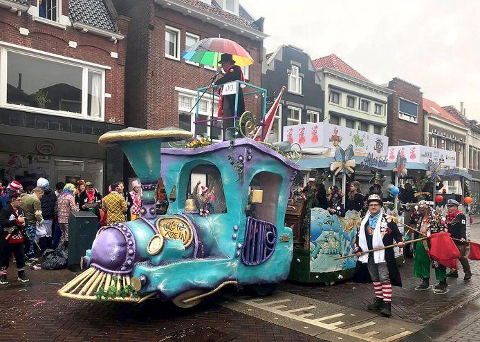 Tullepetrein als schooiwagen tijdens de optocht zaterdag in Roosendaal.