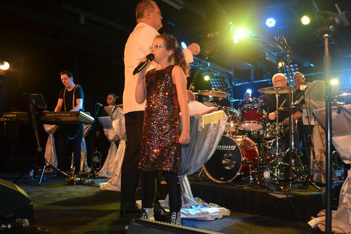 Tess zingt Zoutelande van Blof.
