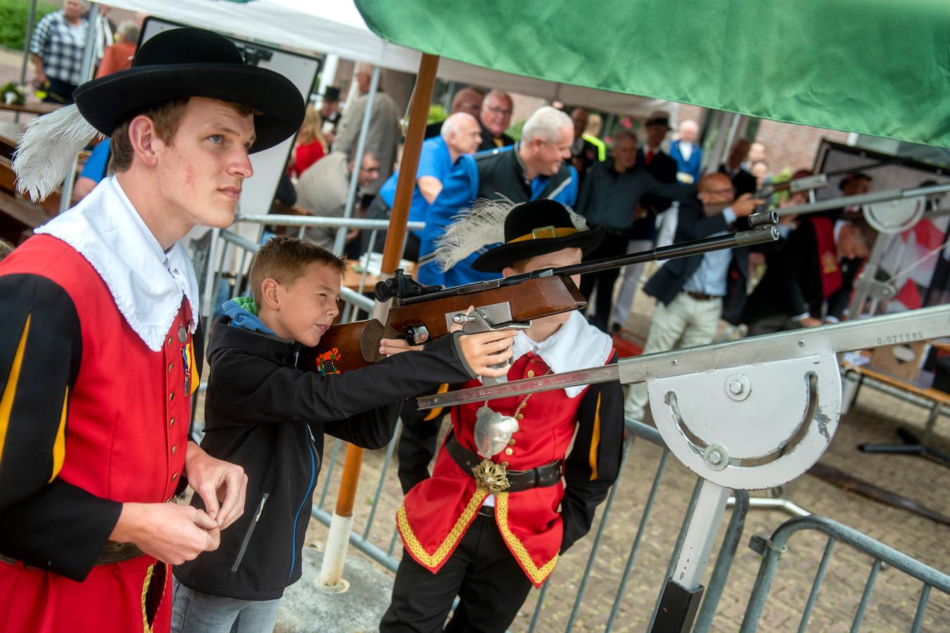 Koningsschieten voor jong en oud in Doornenburg.