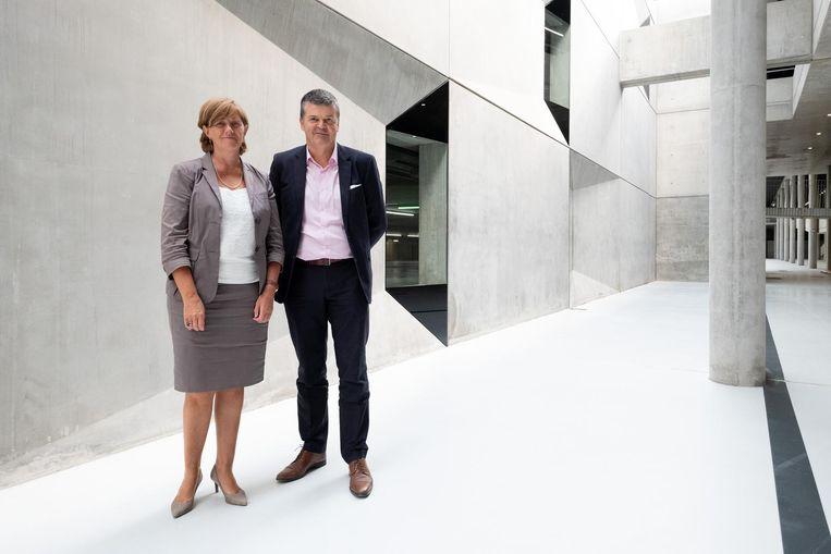 Sophie Dutordoir, CEO van NMBS, en burgemeester Bart Somers in de ondergrondse parking.