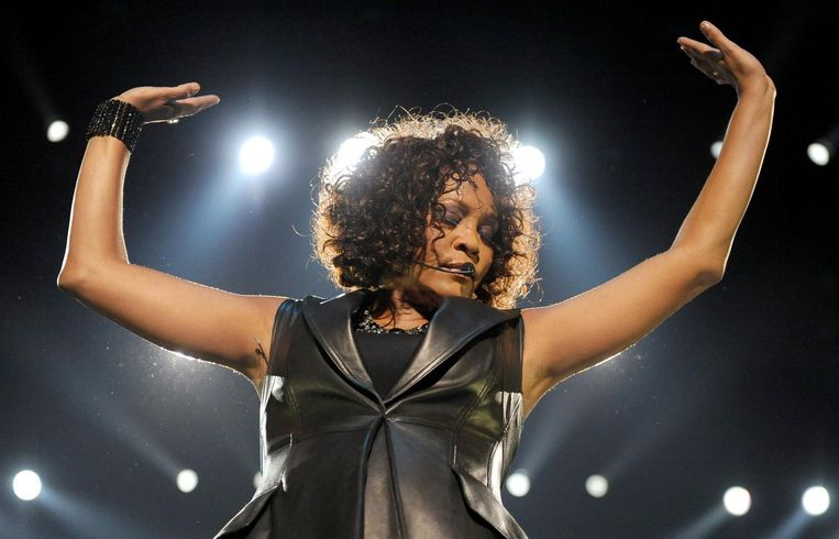 Alleen de allerbeste hits van Whitney komen voorbij tijdens de tribute in de Kopstootbar. Beeld anp