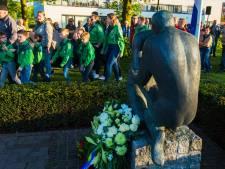 Dodenherdenking Heusden: Van Hees legt in haar eentje bloemen en houdt toespraak, online