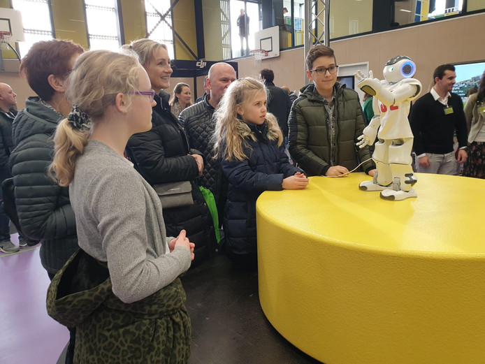 Open dag KSE Etten-Leur onderwijsrobot Nao