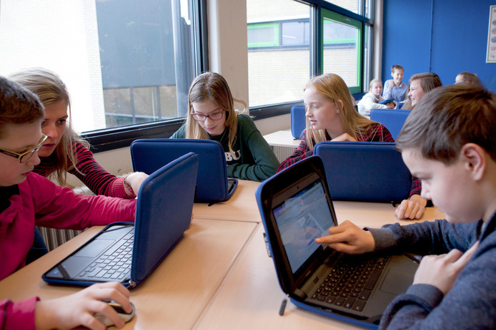 Ongeveer de helft van de Nederlandse jongeren ervaart eenzaamheid, voor 3 tot 10 procent is dat chronisch.