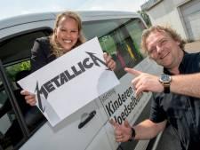 Dikke cheque Metallica voor Kinderen van de Voedselbank uit Dodewaard