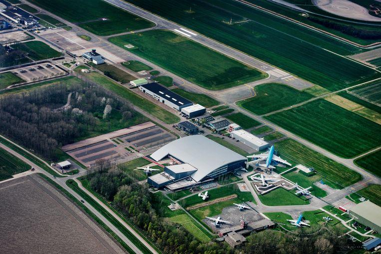 Luchtfoto van luchthaven Lelystad. Beeld Raymond Rutting / de Volkskrant