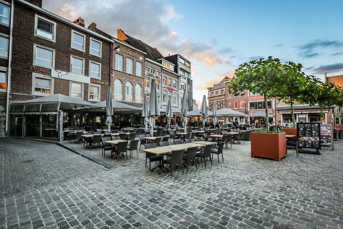 Café De Casque op de Grote Markt van Tongeren.