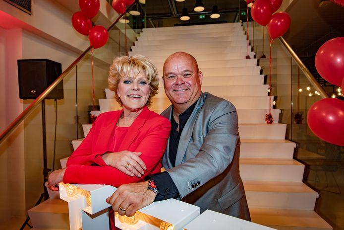 Simone Kleinsma en Paul de Leeuw komen in het nieuwe theaterseizoen samen naar De Stoep in Spijkenisse.