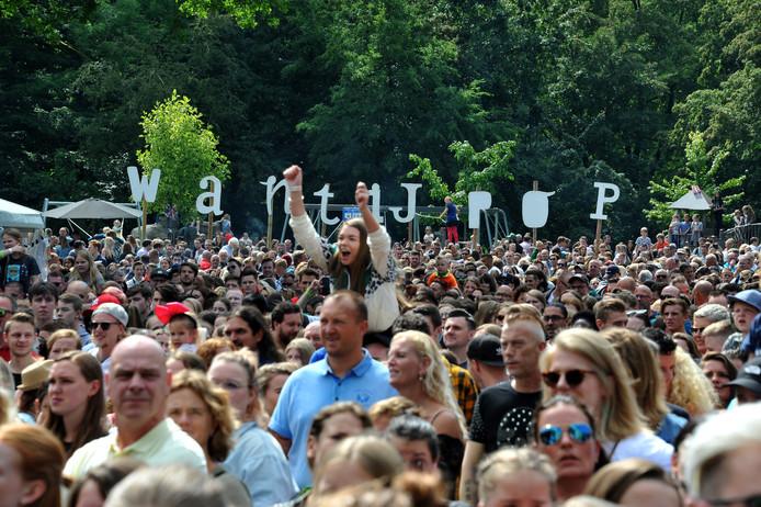 Het publiek gaat uit zijn dak bij Kraantje Pappie.