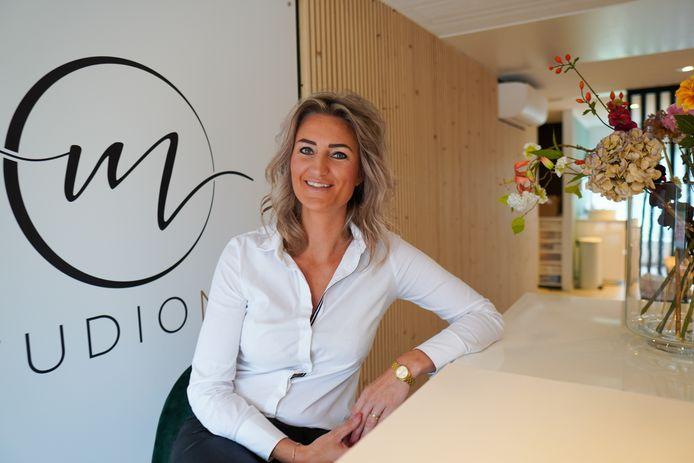 Ruelle Robben in haar studio MEI