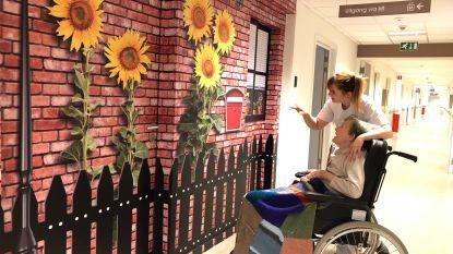 Ouderen met dementie lopen niet meer weg: grote stickers verstoppen liften, deuren en ramen