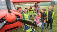 """Leerlingen De Kasteeltuin verkennen vliegveld Moorsele: """"Verschillende kinderen willen al piloot worden"""""""