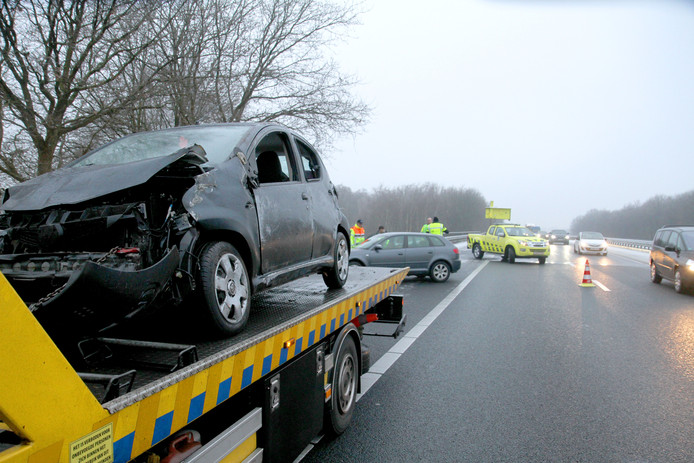 Op de A67 waren zaterdagmiddag diverse auto's betrokken bij een ongeval. Eén persoon is naar het ziekenhuis gebracht.
