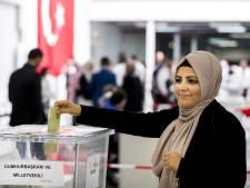 Meer dan 35.000 Turkse Nederlanders naar Turks stemlokaal in Den Haag