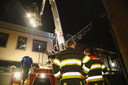 Consternatie in Oss: inbrekers op dak van winkelpand.