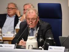 Motie van treurnis voor Hilvarenbeeks college over begrotingsperikelen, burgemeester door het stof