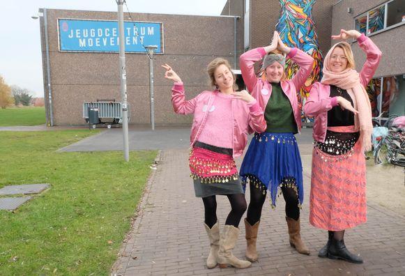 Een deel van het organisatieteam achter Drink Pink aan jeugdhuis Moevement.