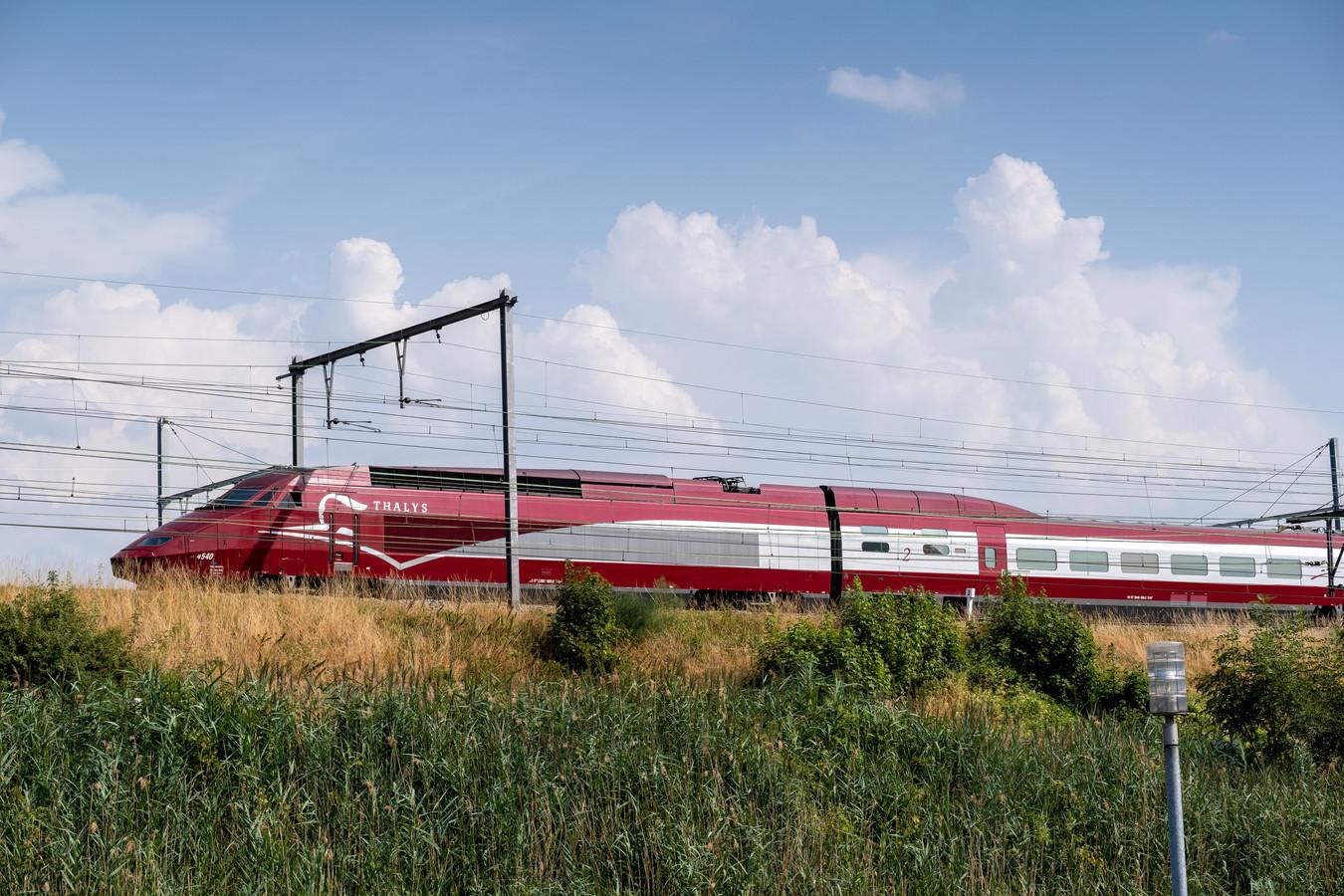 Een Thalystrein stond gisteren stil tussen Mechelen Station en Mechelen Nekkerspoel bij een buitentemperatuur van 42 graden.