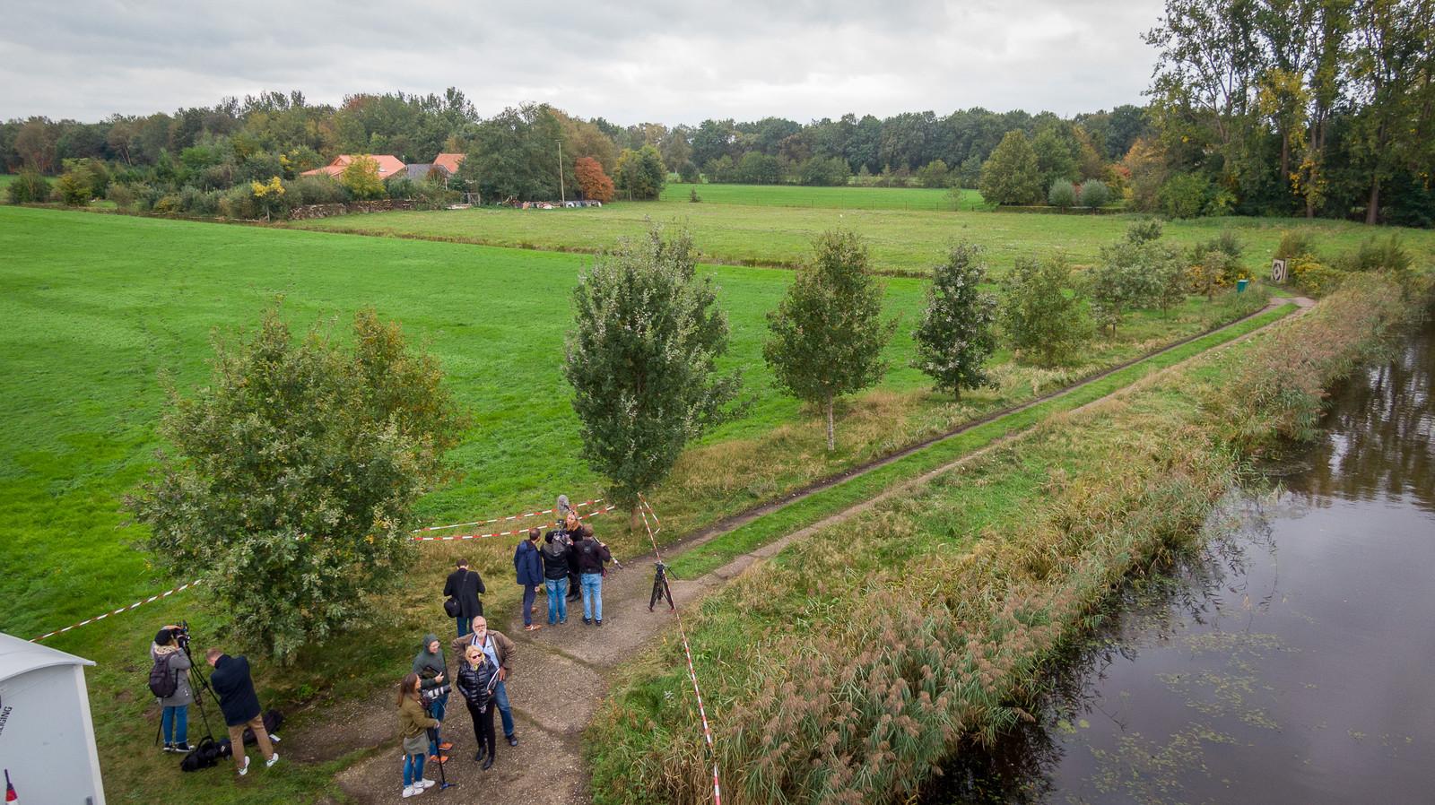 Er is veel aandacht voor de boerderij in Ruinerwold, waar een gezin negen jaar lang opgesloten zat.