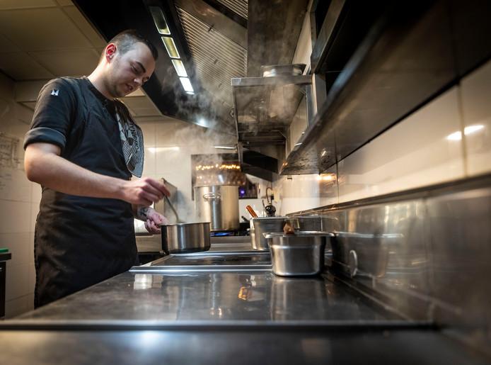 Cas Pikaar is chef-kok bij restaurant Doyy in Eindhoven.