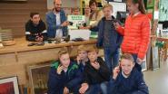 Leerlingen zamelen 50 gsm's in om er 'Fairphones' van te maken