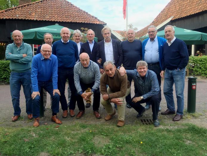 Staand van links naar rechts: Issi Ten Donkelaar, Jack Bos (Kok), Theo Pahlplatz, Jan Bronkers, Dais ter Beek, Willem Snellenberg (Fysiotherapeut), Kalle Oranen, Willem de Vries, Eddy Achterberg.  Zittend van Links naar rechts:  Benno Huve, Jan Jeuring, Cees van Ierssel, Loyd Rooks.