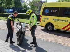 Motorrijles in Emmeloord eindigt in heg: bestuurster gewond naar het ziekenhuis