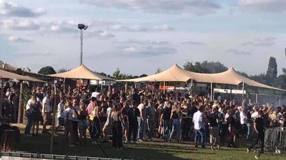 """Commotie over festival in Park Fort Liezele: """"Superveel mensen op elkaar gepropt zonder afstand!"""""""