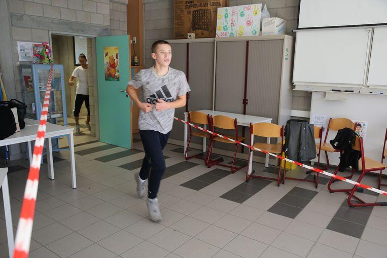 De leerlingen het GO! Technisch Atheneum gaan sportief de herfstvakantie in want vrijdagnamiddag liepen ze een trail in hun eigen schoolgebouwen.
