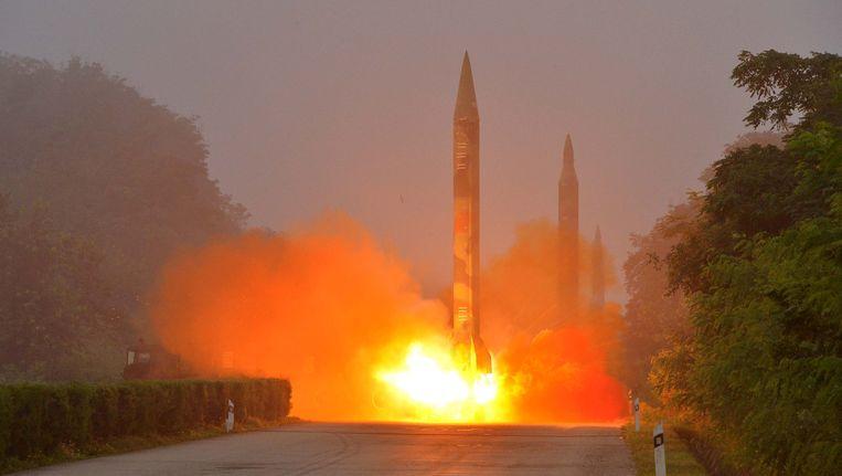 Archiefbeeld van een legeroefening met ballistische raketten in Noord-Korea.
