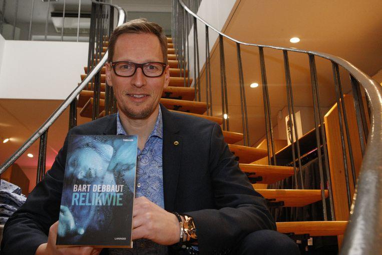 Bart Debbaut met zijn zesde thriller.