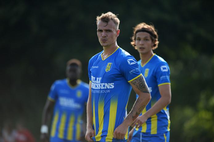 Lars Nieuwpoort tekent een contract voor twee jaar.