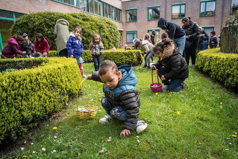 Gent, paaseieren, pasen, de Vijvers, Traditiegetrouw organiseert het gemeentebestuur van Liedekerke op paaszondag zijn paaseierenraap in het Pastoriepark.