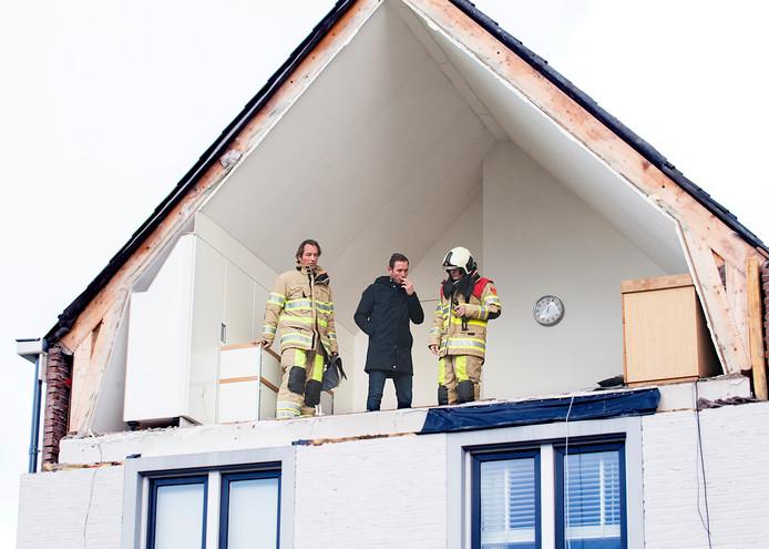 Patrick Heus neemt poolshoogte met de brandweer.
