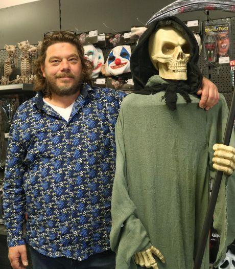 Een outfit voor je online Halloweenfeestje? 'Wij hebben nepbloed, littekens en enge maskers'