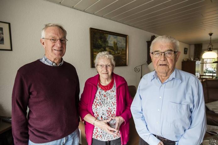 De oudste leden van Crescendo: Frans van de Vossenberg (l), Coby de Groot en Theo Hubers.