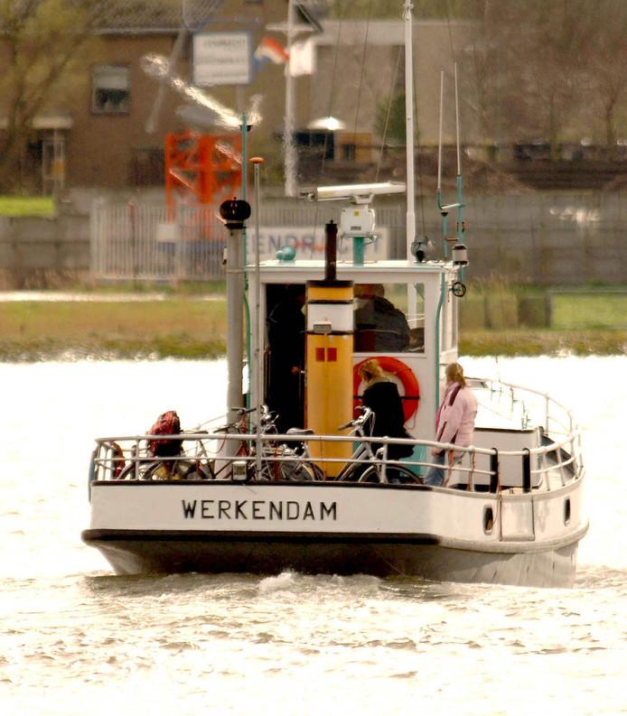 Veerdienst tussen Werkendam en Gorinchem.