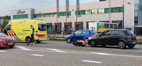 Motorrijder mag een kruisje slaan nadat hij in Ede over de kop slaat